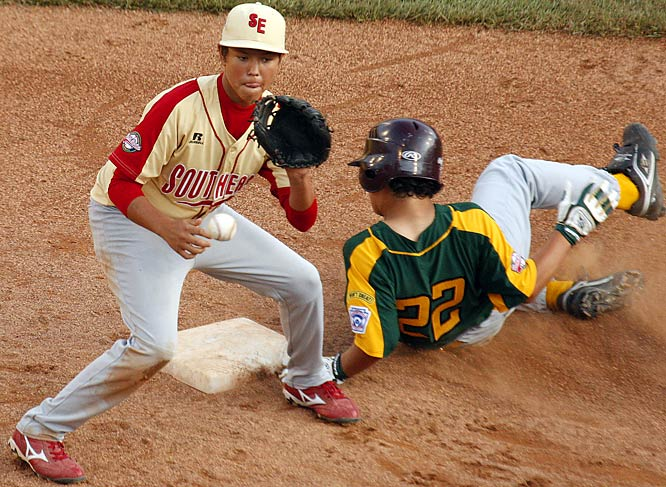 Washington's Keegan Ogard steals second base before Warner Robbins, Ga., shortstop Blake Jackson can apply the tag. The Georgia team won to stay undefeated, while Washington remained winless.