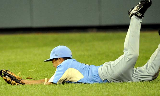 California right fielder Bradley Roberto makes a great diving catch to help stop a third-inning uprising.