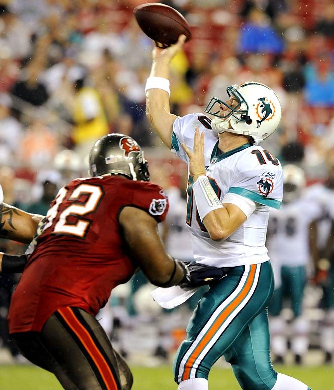 Chad Pennington led a drive that produced a field goal just before halftime, and then led a long touchdown drive in the third quarter for the Dolphins (3-0).