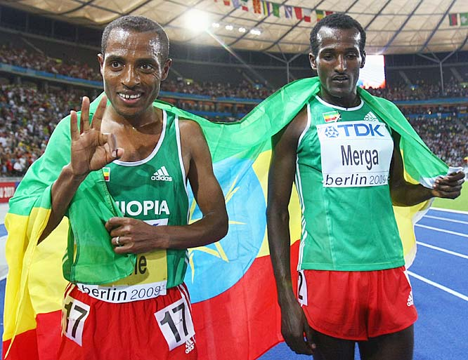 Kenenisa Bekele of Ethiopia celebrates winning the gold medal in the men's 10,000-meter final.