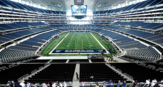 The new stadium in Dallas wasn't empty for long as the Giants and Cowboys quickly filled the house.
