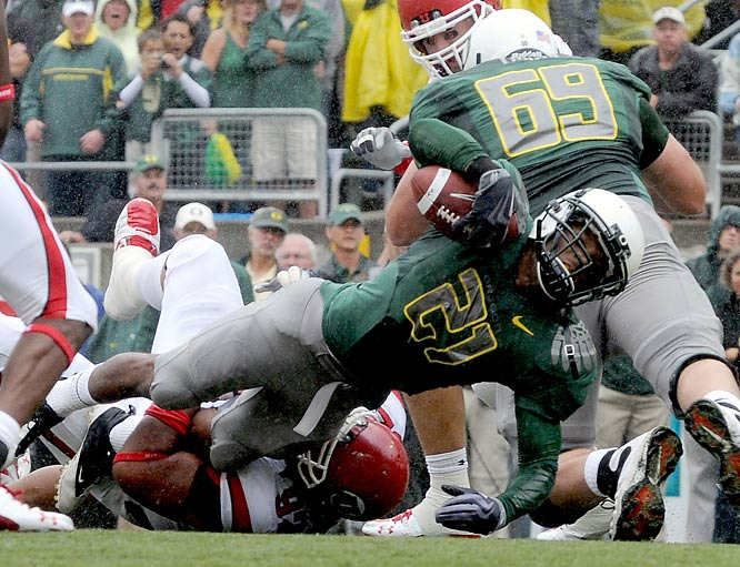 The nation's longest winning streak ended at 16 games as LaMichael James ran for a career-high 152 yards and a touchdown to help Oregon knock off Utah. The Utes last loss was on Nov. 24, 2007, in the regular-season finale against BYU. Oregon tries to knock off Cal next. Utah takes on Louisville.