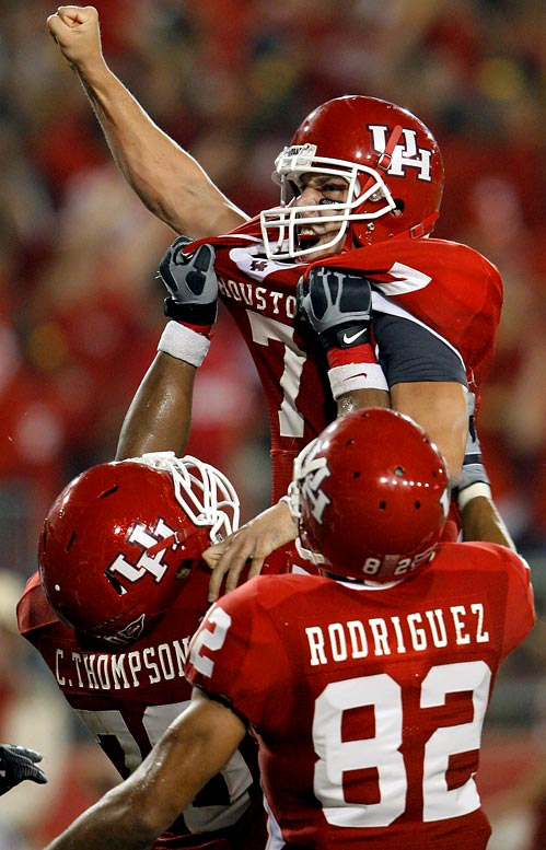 Case Keenum, who threw for 445 yards, ran 4 yards with a quarterback keeper for a touchdown with 49 seconds left to give Houston a 29-28 comeback win over Texas Tech.