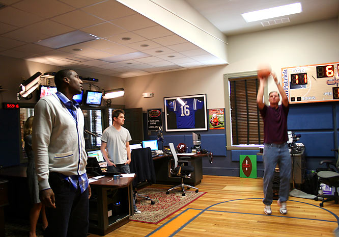 Dan shows Amar'e how it's done from the charity stripe.