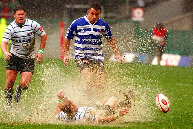 Griquas scrumhalf Sarel Pretorius kicks the ball away before Western Province centre Frikkie Welsh can get to it during the Absa Currie Cup match between Western Province and Griquas from Newlands Stadium on September 26, 2009 in Cape Town, South Africa.