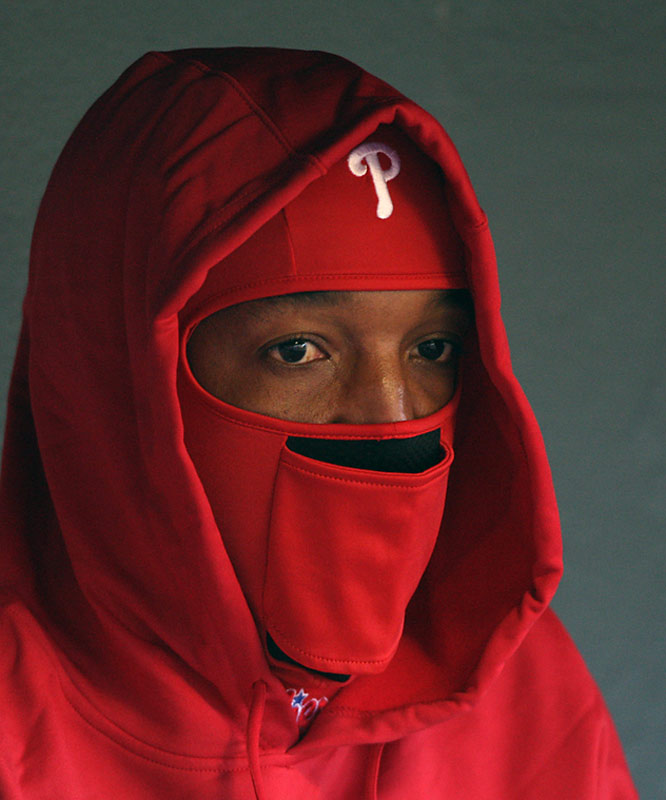 Pedro Martinez and other players endured the cold weather. At first pitch the temperature was 35 degrees.
