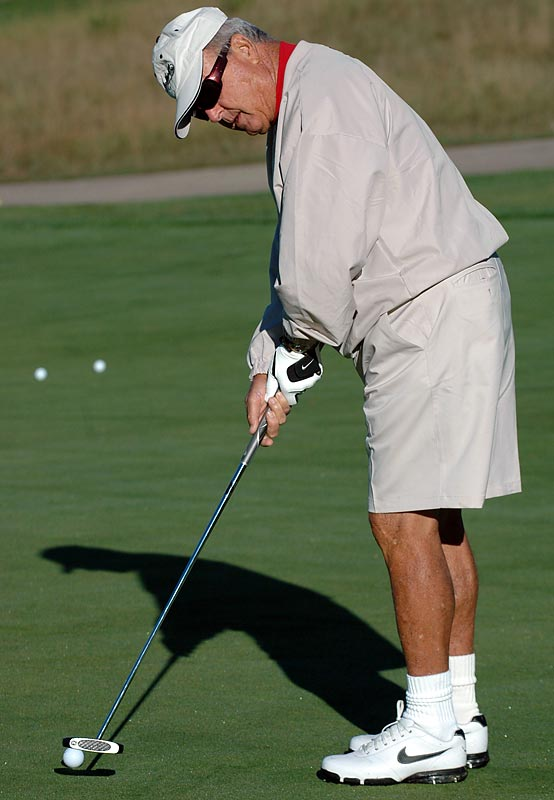 Bobby Bowden practices his putting prior to a celebrity golf outing at a golf course in South Bend, Ind.