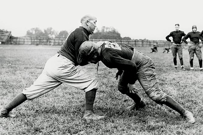 Nearly a year after USC officials futilely attempted to hire Knute Rockne (left) away from Notre Dame, the series begins with a nail-biter in L.A. Little-used Irish quarterback Art Parisien flipped the game-winning TD pass to halfback Johnny Niemiec with 2:00 left.