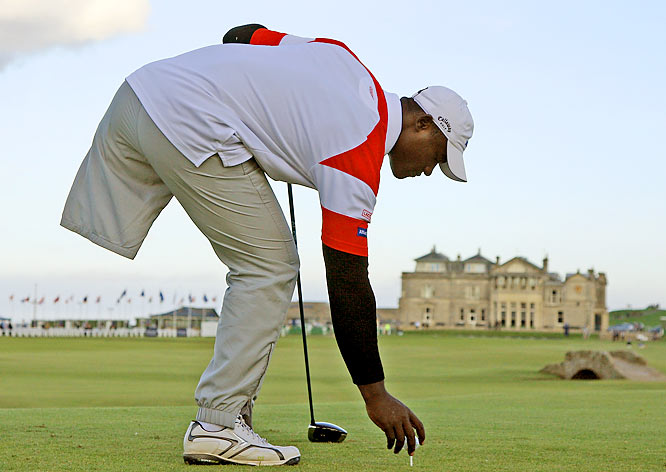 Manuel De Los Santos prepared to tee off on the 18th hole at the Old Course in St. Andrews, Scotland, on Sept. 30 during the final practice round of the Alfred Dunhill Links Team Championship. De Los Santos, a 25-year-old Dominican who lives in Paris, lost his left leg in a car accident when he was 18. He and English pro Richard Bland had a three-round total of 20 under par and missed the cut by one stroke.