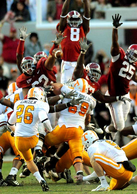 Terrence Cody (62) blocked a 44-yard field goal attempt by the Volunteers' Daniel Lincoln on the final play, his second block of the fourth quarter, as the Crimson Tide improved to 8-0.