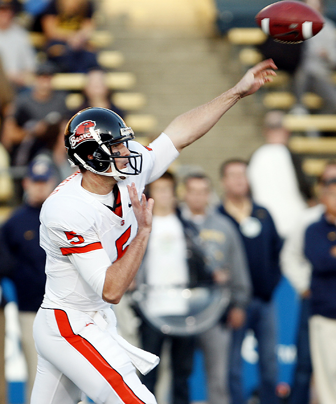 Sean Canfield threw for 342 yards and two touchdowns and ran for a score to lead 6-3 Oregon State. The Golden Bears, who had won three straight to get back in the Top 25 for the first time following a four-week absence, lost their fifth straight at home to the Beavers -- and this one made Oregon State bowl eligible.