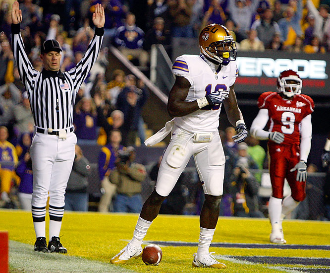 With this DeAngelo Peterson touchdown, LSU grabbed a seemingly comfortable 24-13 lead over Arkansas in the third quarter. The victorious Tigers, who would evetually get the win, are likely headed for the Capital One Bowl.