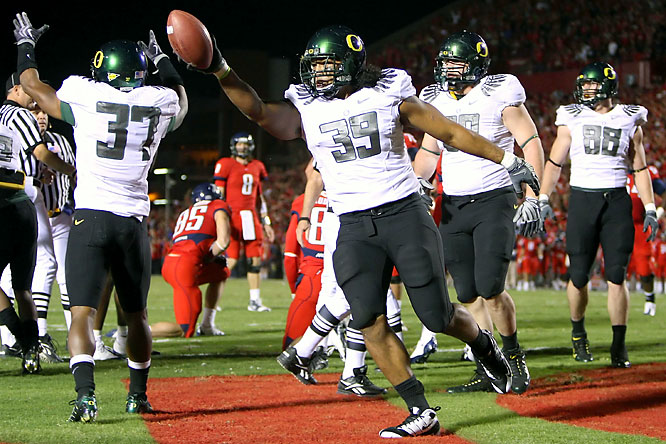 In the game of the day, Jeremiah Masoli tied it with a touchdown pass to Ed Dickson with six seconds left, then won it with a 1-yard run in the second overtime as Oregon defeated Arizona and took a big step toward the Pac-10 title.
