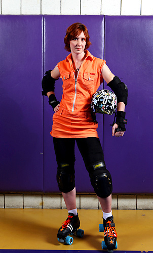 Skating in the Jammer position, Em Dash began skating with Suburbia Roller Derby in 2007 before joining the Gotham Girls Roller Derby.