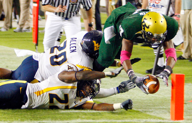South Florida wide receiver Sterling Griffin scores what proved to be the game-winning touchdown against West Virginia's Franchot Allen and Brandon Hogan in Tampa. South Florida upset West Virginia 30-19.