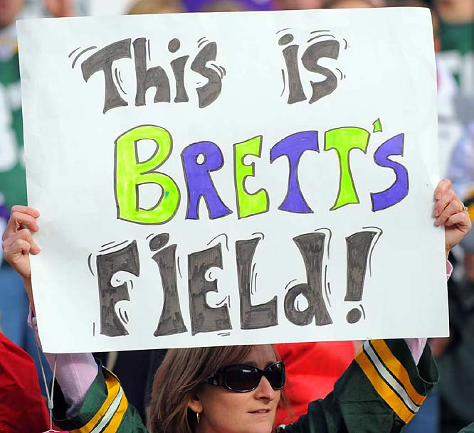 Former Packers quarterback Brett Favre returned Sunday to Lambeau Field as the starter of the hated Vikings. How did the Green Bay faithful react to No. 4's return? These signs spotted in the stands tell the story.