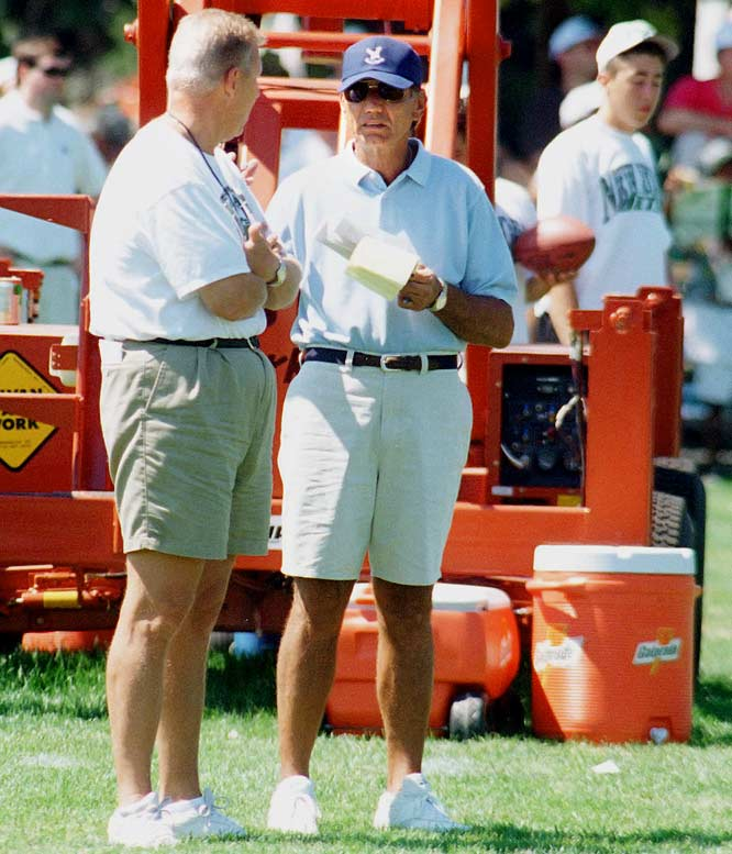 Bill Parcells and Joe Namath talk during afternoon workouts at the Jets training facility at Hofstra University in 1997.