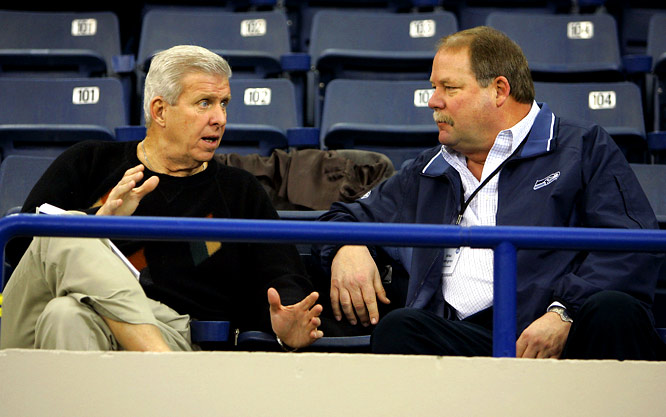 Seahawks coach Mike Holmgren and Bill Parcells chat during the NFL combine in 2006.