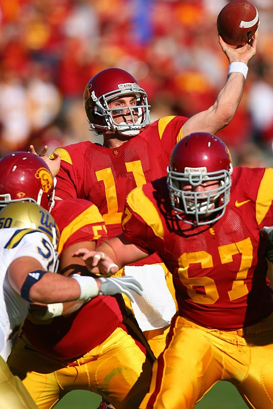 The USC quarterback's numbers (3,815 passing and 38 touchdowns) were better his senior season than during his Heisman-winning year.But it was fellow Trojan Reggie Bush who dominated the voting, taking 784 of the 892 first-place votes, while Leinart was a distant third.