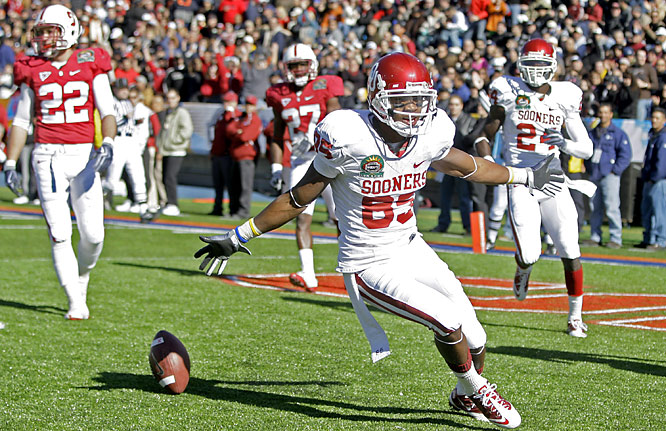 Ryan Broyles (left) set a Sun Bowl record with three touchdown receptions and Landry Jones passed for 418 yards to lead Oklahoma past Heisman runner-up Toby Gerhart and No. 19 Stanford.