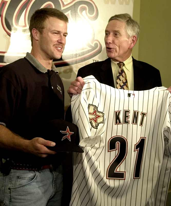 After spending the previous six seasons with the Giants, 2000 National League MVP Jeff Kent signs an $18.2 million, two-year contract with the Astros.