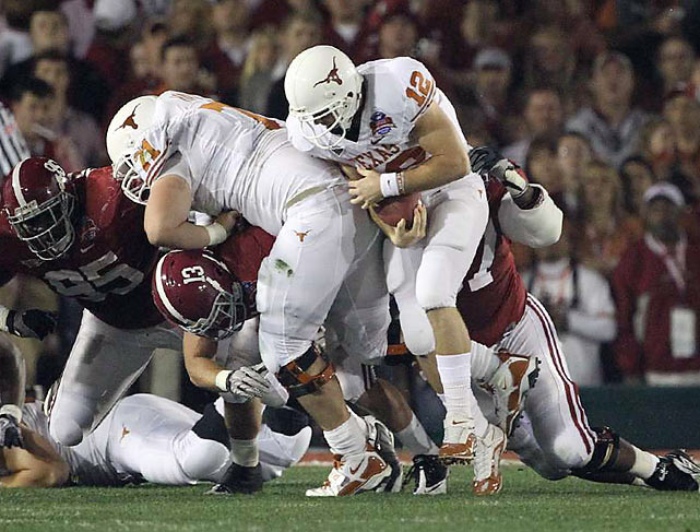 Alabama knocked Texas quarterback Colt McCoy out of the game early in the first quarter when he suffered a right shoulder injury on a massive hit by Marcell Dareus.