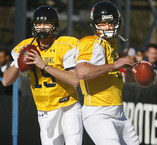 Cincinnati quarterback Tony Pike (left) and Oregon State quarterback Sean Canfield drop back to pass during North squad practice.
