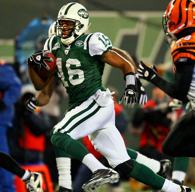Smith came on strong at the end of the season to help the Jets make the playoffs and should be a big factor against Cincinnati. He returned a kick for a touchdown against Indy in Week 16 and ran for 92 yards in just four carries against the Bengals in Week 17. The Jets are looking for ways to lighten the load on rookie QB Mark Sanchez, and lining up Smith at quarterback has been very effective. The big question -- will they let the former Missouri quarterback pass on Saturday?