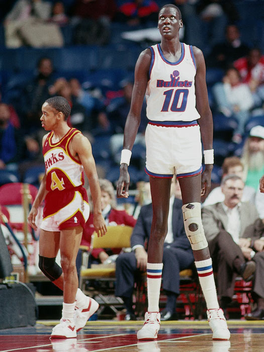 Washington's Manute Bol blocks 15 shots in a 111-103 win over Atlanta. His total is tied for second (Orlando's Shaquille O'Neal had 15 rejections at New Jersey on November 20, 1993), behind the NBA record of 17 blocks by the Lakers' Elmore Smith on October 28, 1973.
