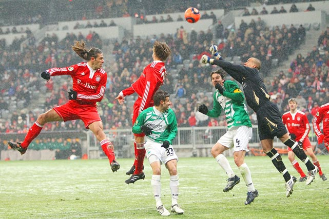 Martin Demichelis of Bayern does a header against Marco Caliguri, Marino Biliskov and Stephan Loboué  during the DFB Cup quarterfinal on Feb. 10 in Munich. Bayern Muenchen won 6-2.