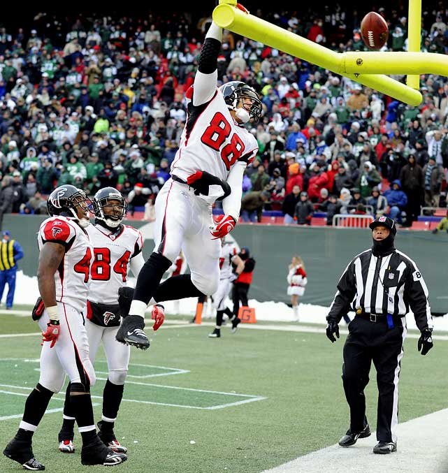 The Falcons didn't make the playoffs, but they did finish with consecutive winning seasons for the first time in franchise history. Among their season highlights, last-minute, fourth-and-goal, game-winning touchdown passes by Matt Ryan (to Tony Gonzalez -- pictured -- against the Giants) and backup Chris Redman (to Roddy White, against the Bucs).