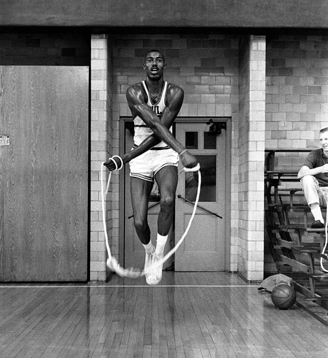 Chamberlain jumps rope before a 1959 practice.
