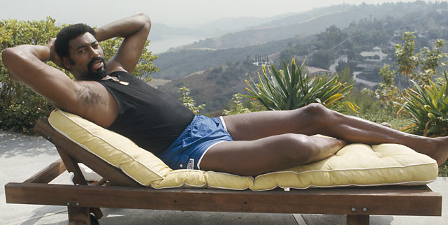 If he wasn't grabbing a rebound or tipping in a bucket, Wilt was usually lounging around ... in this pose.