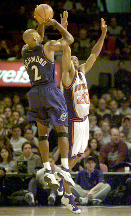 Washington's Mitch Richmond becomes the 26th player in NBA history to score 20,000 points when he tallied 18 points in a 102-78 loss to San Antonio.