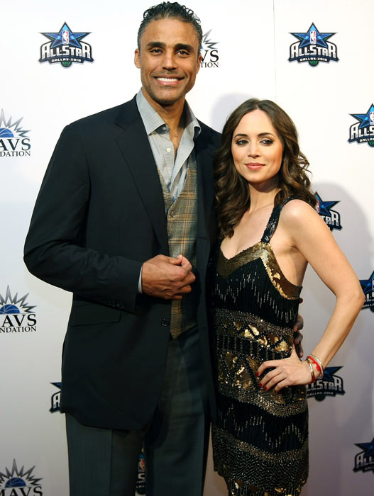 Rick Fox and Eliza Dushku arrive on the red carpet during a NBA Tip-Off Party at the Majestic Theater in Dallas.