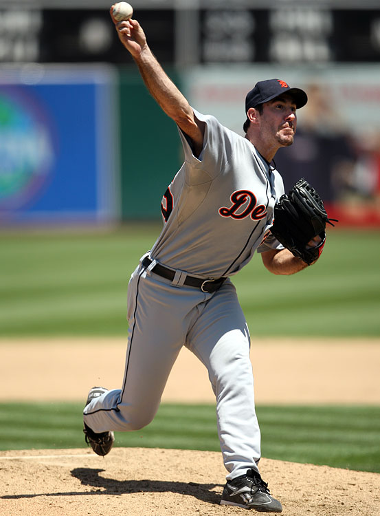 Don't expect Verlander to hit cruise control now that he's signed an $80 million extension with the Tigers. No, with the memories of an abysmal 2008 (4.84 ERA/1.40 WHIP) still fresh in his mind, Verlander will likely be driven to prove his worth as a year-in, year-out dynamo. <br><b>Projections:<br> 17 wins, 237 strikeouts, 3.52 ERA, 1.19 WHIP.