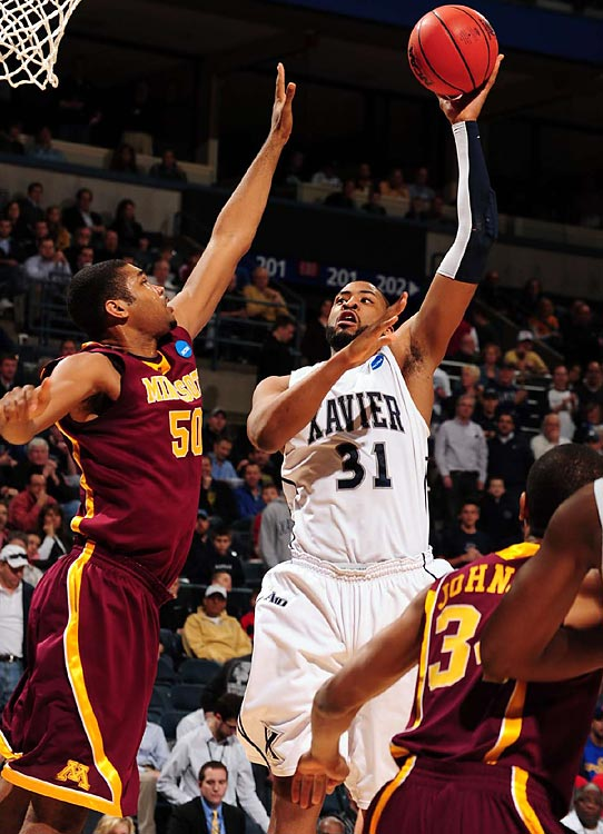 Xavier edged out Minnesota to advance to the second round for the fourth straight year.