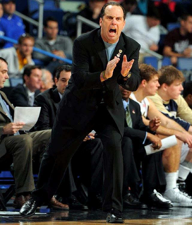 Mike Brey urging his team on in a tight contest against Old Dominion that the Irish would ultimately lose 51-50.