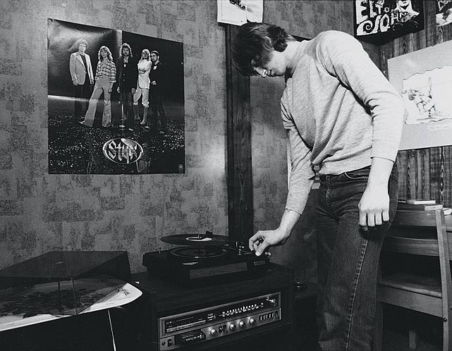Obviously partial to the progressive sounds of Styx, the 17-year-old Gretzky spun some hot wax on his stereo in the Bodner family's house in Sault Ste. Marie.