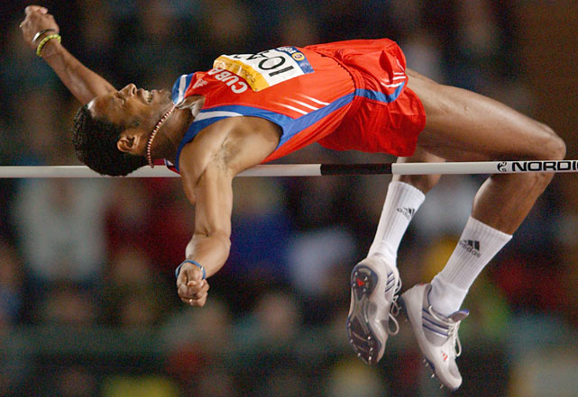 Javier Sotomayor establishes a world record in the high jump (2.43m).