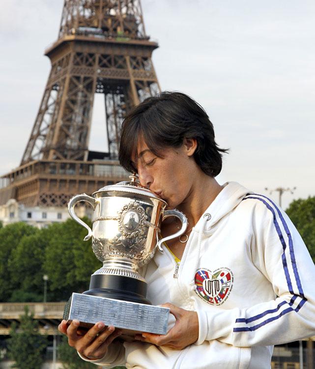 def. Sam Stosur, 6-4, 7-6(2) Grand Slam, Clay, €16,807,400 Paris, France