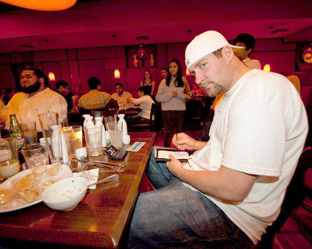 Roethlisberger picks up the check after taking his lineman to dinner in Tampa a couple days before Super Bowl XLIII.