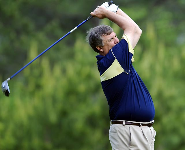 Georgia Tech's Paul Johnson and longtime NBA player Jon Barry made a charge at the lead, but finished one shot back at six-under.