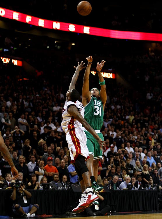 With Game 3 knotted at 98-98, Dwyane Wade bricked a three-pointer with 14 seconds left and limped to the bench. From there, he watched as Boston's Paul Pierce pulled up for the potential game-winning jumper over Dorrell Wright. The result: cash. The Celtics took a 3-0 series lead thanks to Pierce's buzzer-beater, which capped a 32-point night.