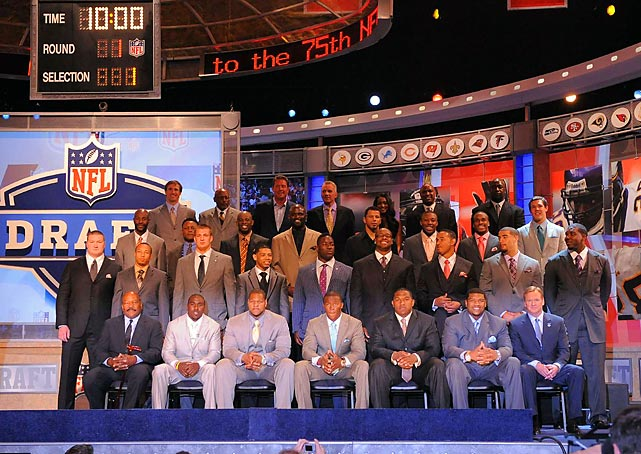 Before the picking commenced, the invited players on hand posed for a group photo.