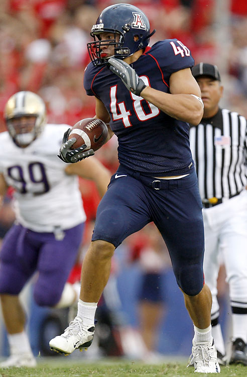 At 6-6, 264 pounds, Gronkowski fits the mold of a prototypical NFL tight end. But the Arizona big man has durability issues -- he missed part of 2008 and all of 2009 with injuries. He's a top-notch blocker and can make catches in traffic, but he's by no means elusive and has average speed.