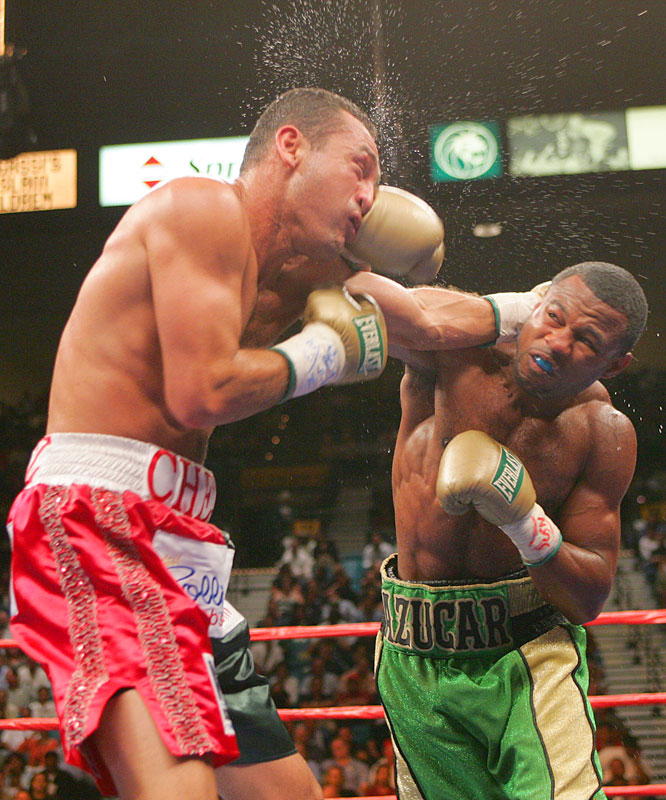 After consecutive defeats to Winky Wright, Mosley got back on track with a victory over the previously unbeaten Cruz.