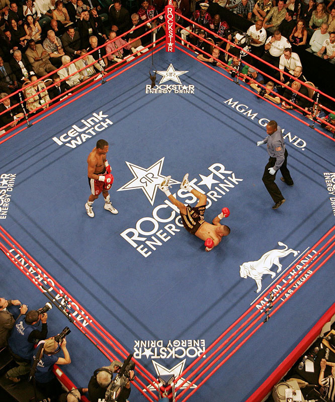 Less than five months after their first meeting, Mosley scored a sixth-round knockout of Vargas in the rematch.