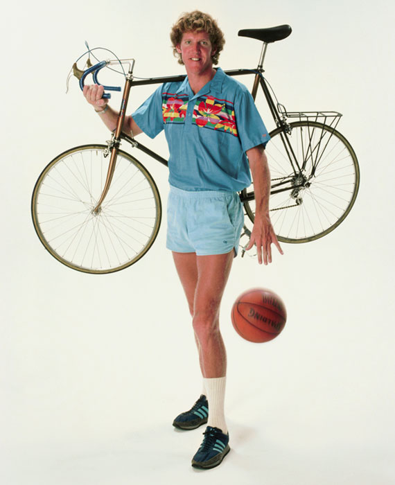 Bill Walton dribbles a basketball while holding his bicycle during a Oct. 1983 photo shoot.