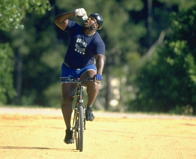 Cowboys lineman Nate Newton cools off during a hot ride in the Texas sun.